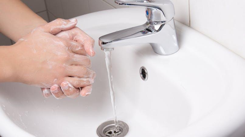 Gel antibactérien : attention, danger !
