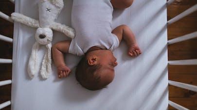 Les bébés dorment mieux quand ils font chambre à part