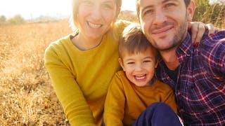 enfant seul avec parents