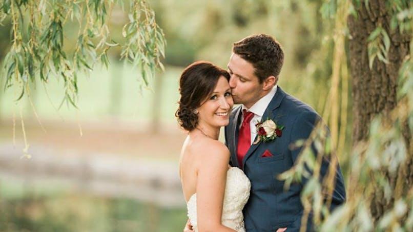 Il sauve un enfant pendant la séance photo de son mariage (photos)