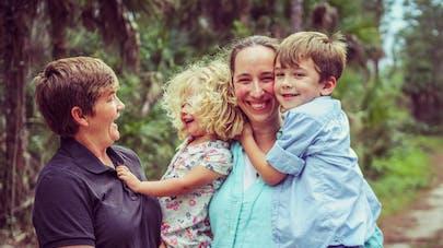 femmes en couple avec deux enfants