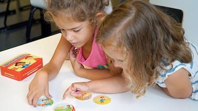 Deux fillettes jouant à preventodingo