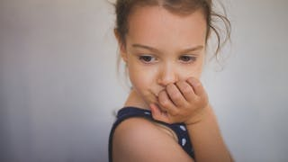 petite fille timide