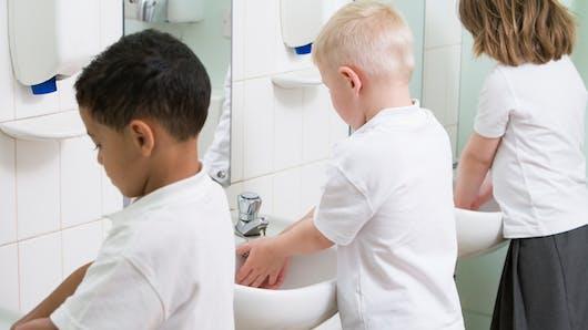 Sanitaires scolaires: la propreté et la sécurité sont à améliorer