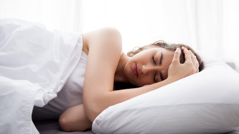 Pourquoi dormir du côté gauche?
