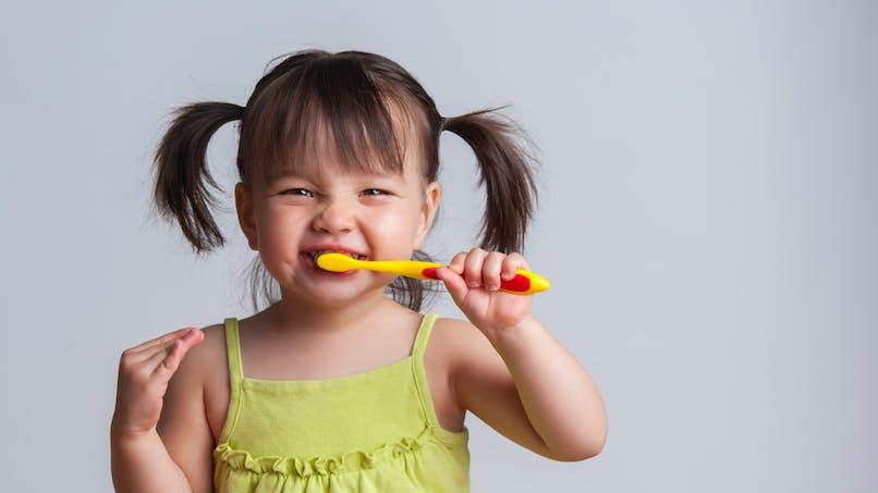 Les bonnes pratiques du brossage des dents des tout-petits