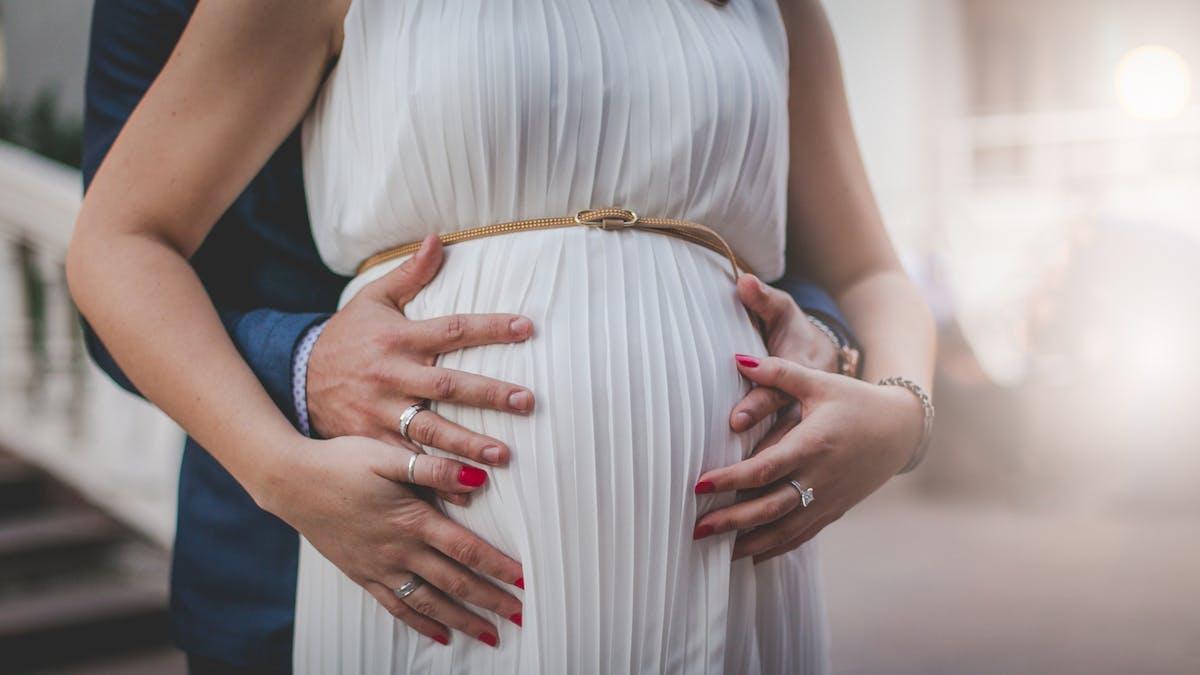 femme enceinte mariée
