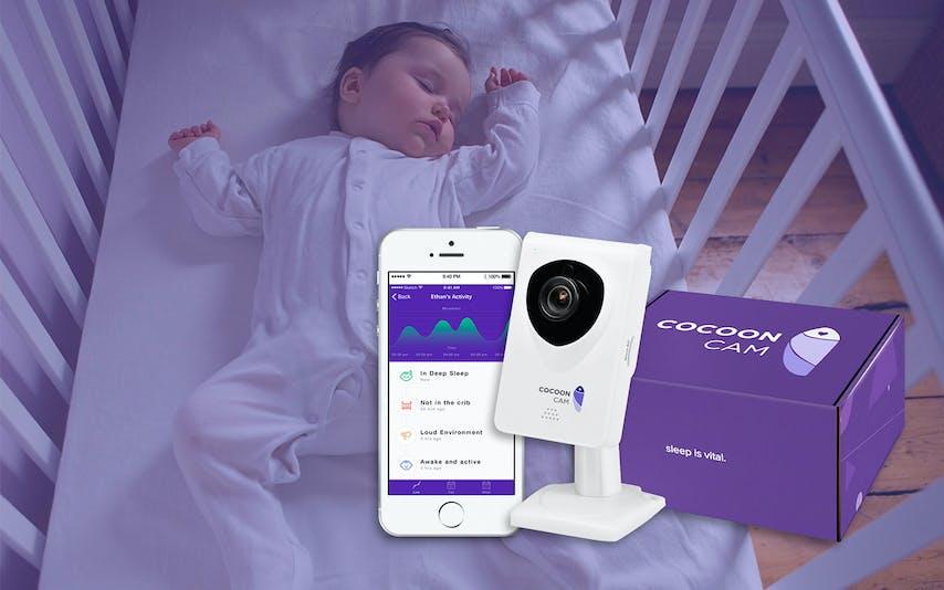 Cocoon Cam avec bébé qui dort dans son lit