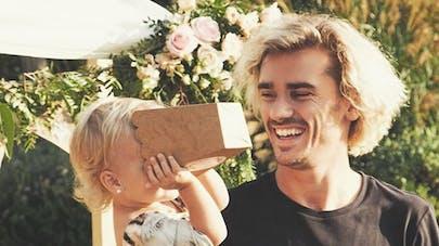 Antoine Griezmann et sa petite fille Mia
