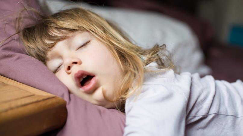 Enfant ronfleur: attention au risque d'obésité plus tard