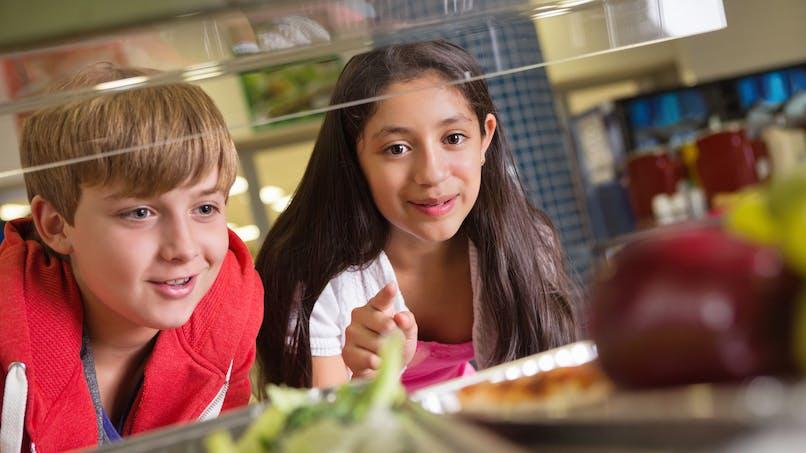 Cantine: les collégiens et les lycéens mangent mal!