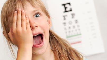 examen visuel chez une fillette
