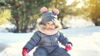 Jouer dans la neige, à quoi ça sert?