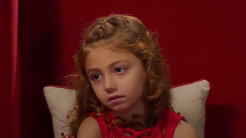 Avec ses grosses bêtises, cette fillette ne va pas être gâtée à Noël ! (vidéo)