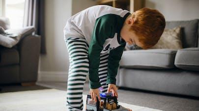 """Cadeaux de Noël : gare à l'ingestion de """"piles boutons"""" par les enfants"""
