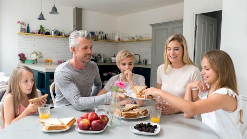 Manger en famille aide les enfants à se sentir mieux, physiquement et mentalement