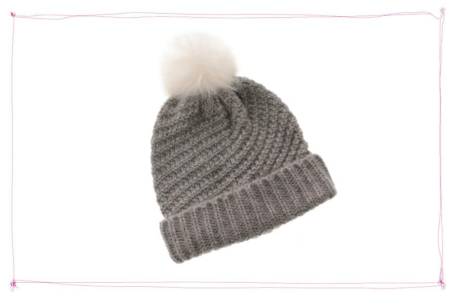 bonnet gris à pompon