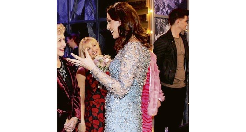Kate enceinte dans une belle robe