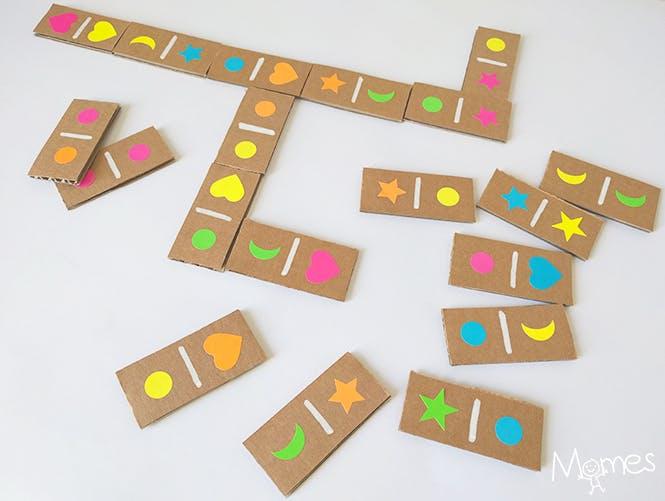 jeu de dominos à faire soi-même pour occuper les enfants les jours de pluie