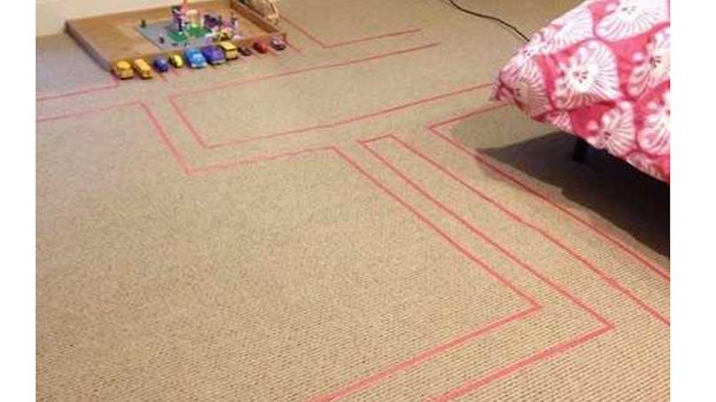 Un circuit de voitures en adhésif