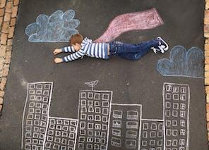 Dessiner sur le sol à la craie
