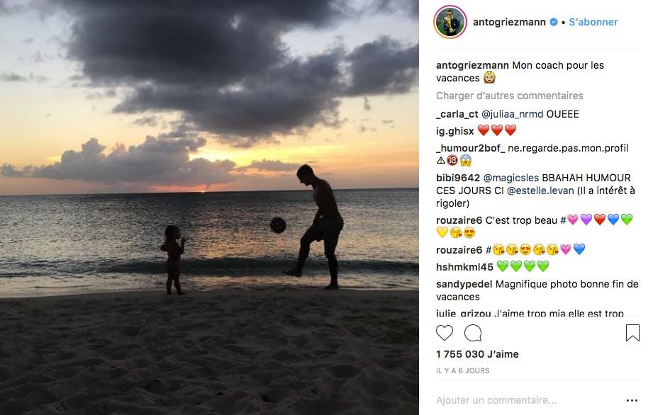 En vacances, c'est avec Mia qu'Antoine Griezmann joue au foot