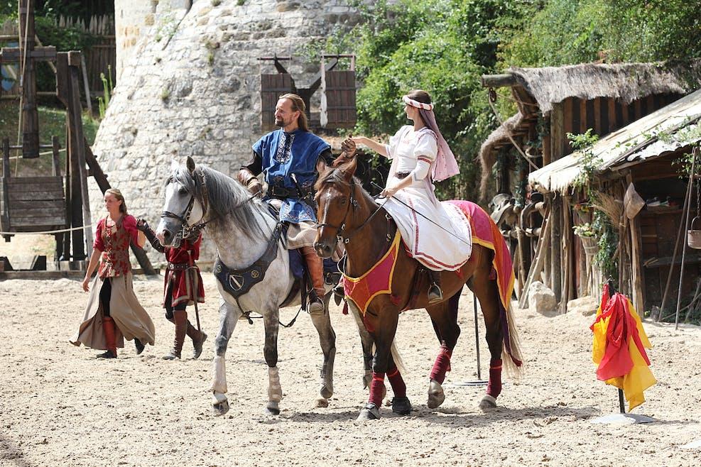 Les chevaliers dans la cité de Provins Quel spectacle !