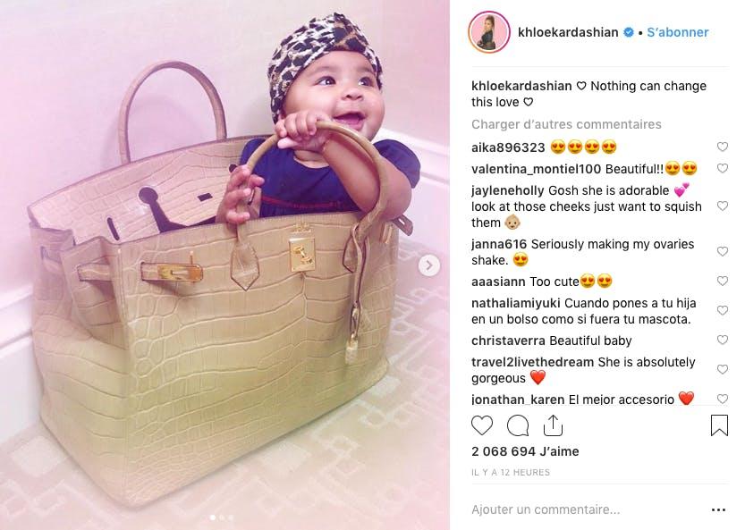 Manquait à l'appel Khloé Kardashian, trop occupée à réaliser des photos trop choux de sa petite True !