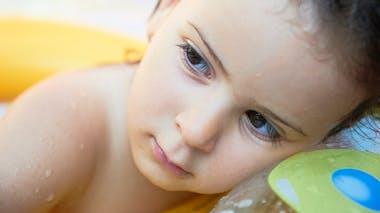 petite fille pensive