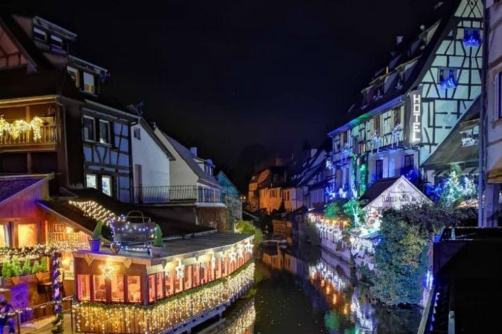la ville de Kaysersberg de nuit