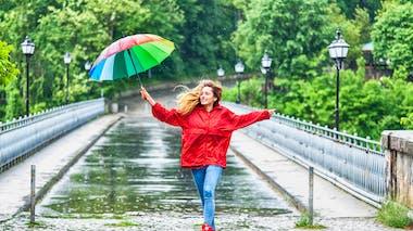 femme avec un parapluie