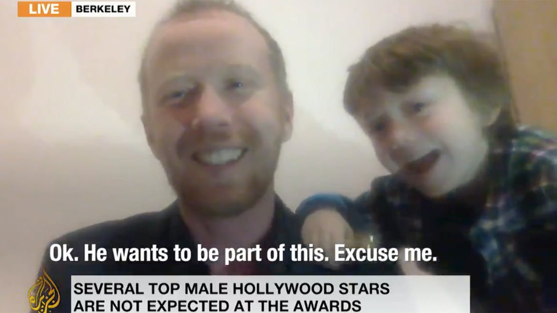 Coucou, c'est moi qui gâche l'interview de papa en direct sur Al Jazeera !
