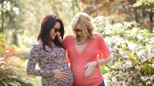 Les amies sont souvent enceintes en même temps, pourquoi?