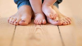 12 - 18 mois : Bébé apprend à marcher