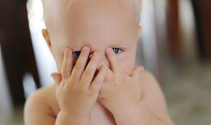 A 8 mois, bébé a peur de l'inconnu