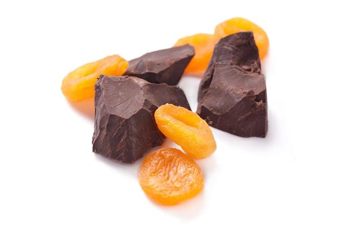 chocolat et abricots secs riches en vitamine C