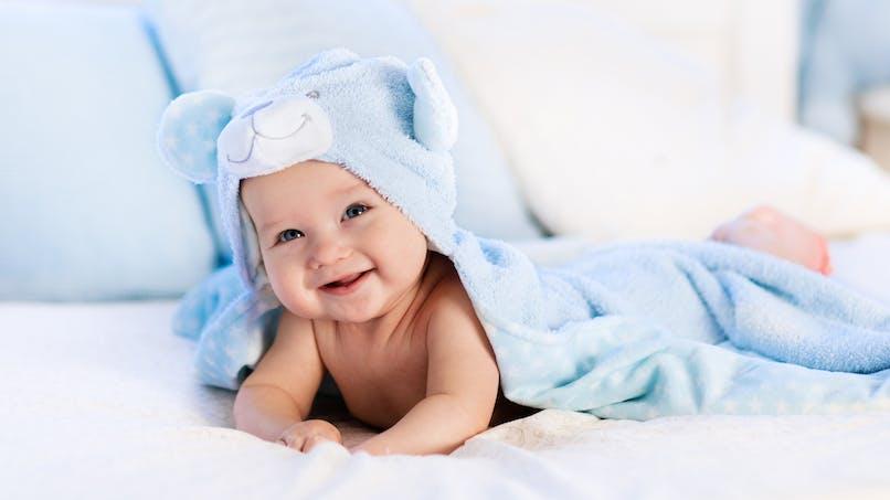 Aux petits soins pour la peau d'un nouveau-né