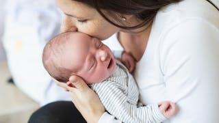 Mères fusionnelles : quels avantages pour les bébés ?