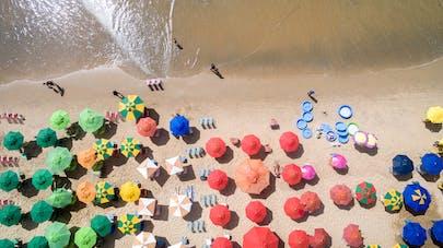 plage et parasols