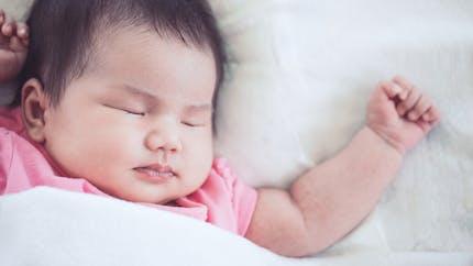 Sommeil : quand bébé dort beaucoup