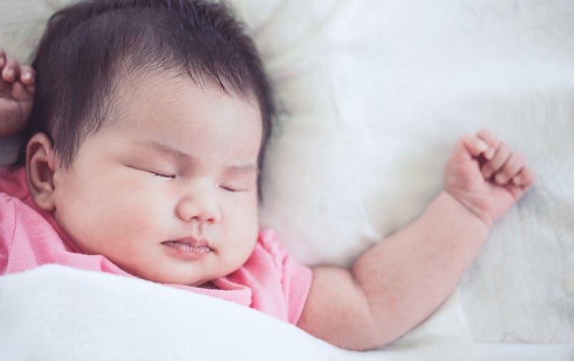 bébé dort profondément