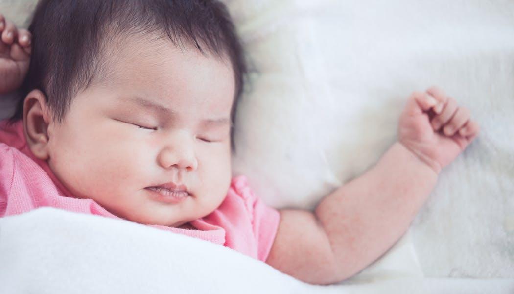 Sommeil : ces bébés qui font leurs nuits très rapidement