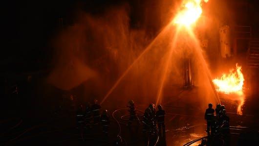 Tours : enceinte, elle aide son voisin à sortir d'un appartement en feu