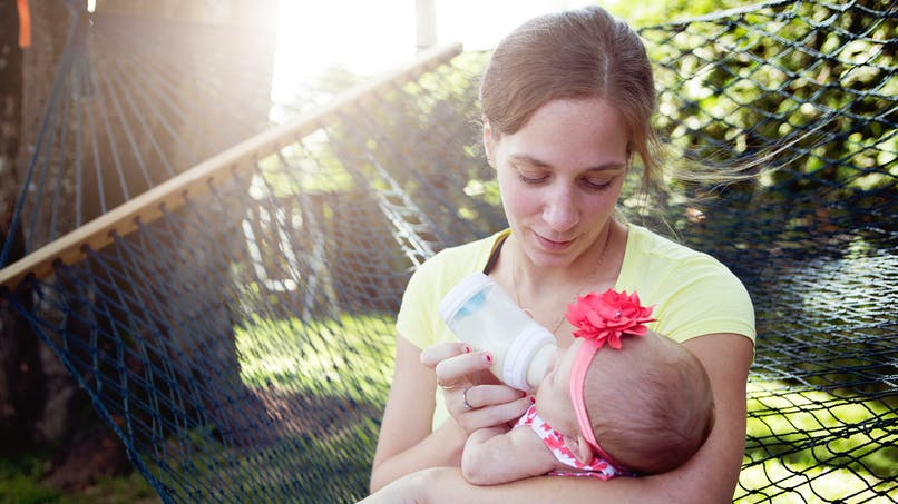 12 phrases que les mamans qui donnent le biberon n'ont pas envie d'entendre