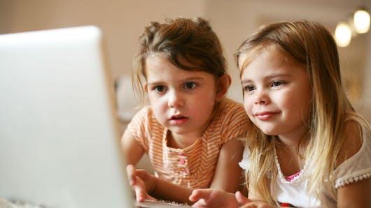 Plus de 175 000 enfants s'exposent à de nombreux risques sur Internet chaque jour