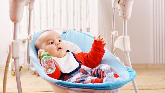 Pourquoi vaut-il mieux ne pas donner d'eau à bébé avant 6 mois