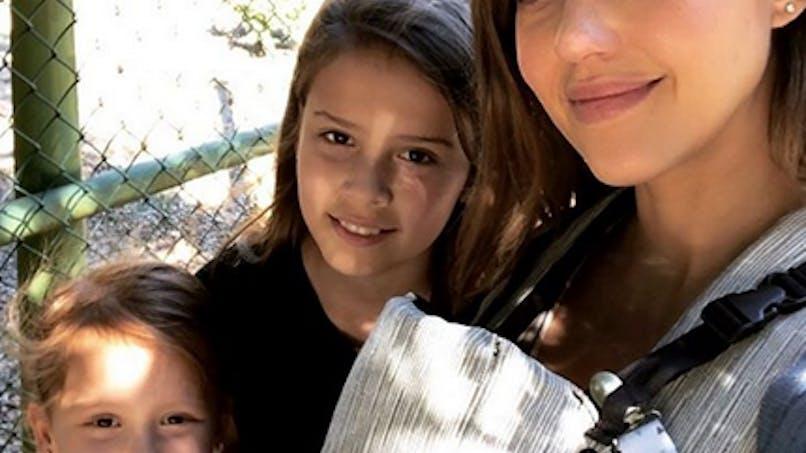 Comment allier allaitement et shopping ? Demandez à Jessica Alba ! (photo)