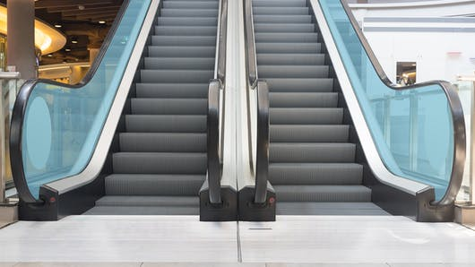 Escalators : une maman alerte sur les dangers pour les enfants (photo)