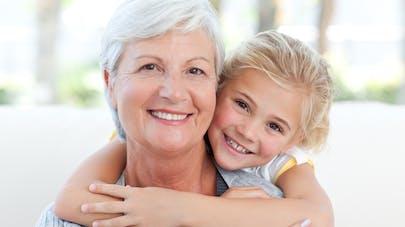 une grand-mère et sa petite-fille