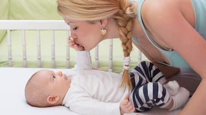 Bébé : pourquoi il vaut mieux éviter les bisous sur la bouche